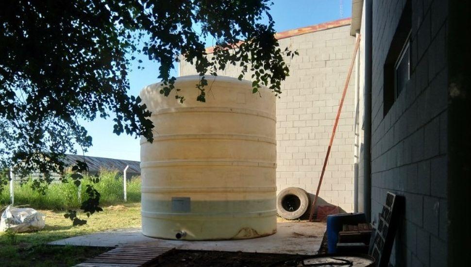 Bomberos de Rojas acumularán agua de lluvia para cuidar el recurso