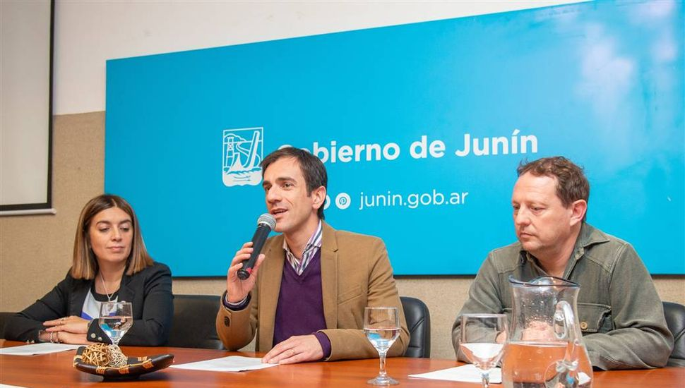 Con la presencia de Federico Andahazi, se viene la XV Feria del Libro de Junín