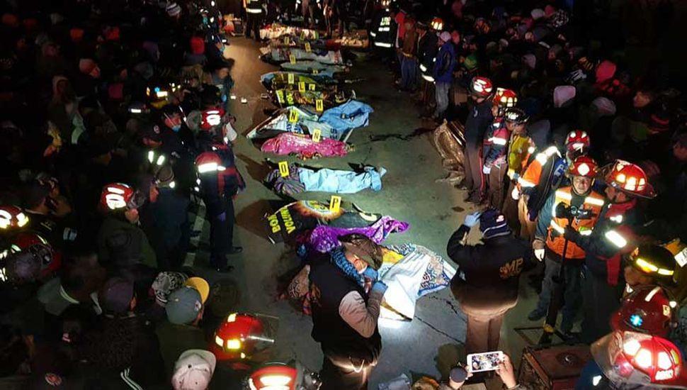 Decenas de personas murieron tras ser arrolladas por un camión