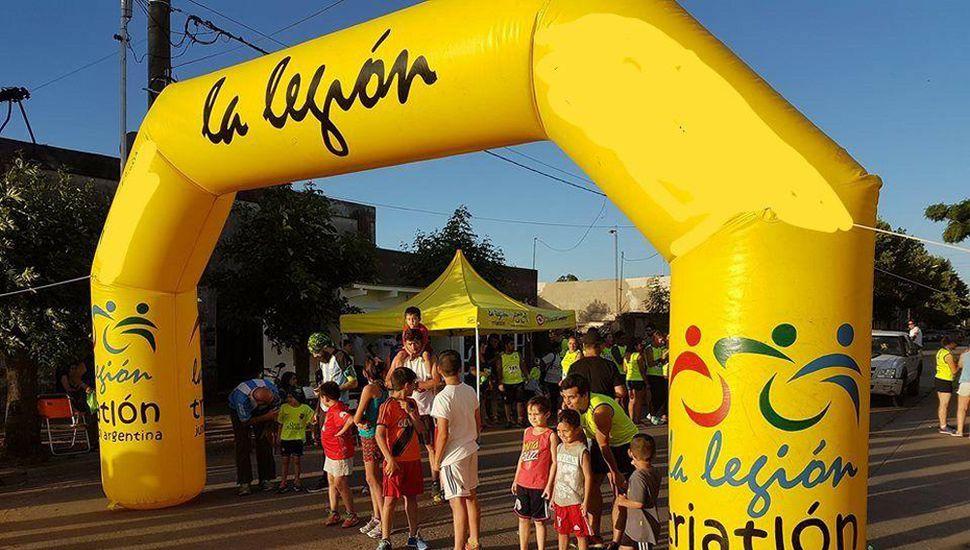 Pequeños atletas a puntos de iniciar su competencia en la vecina localidad de Los Toldos.