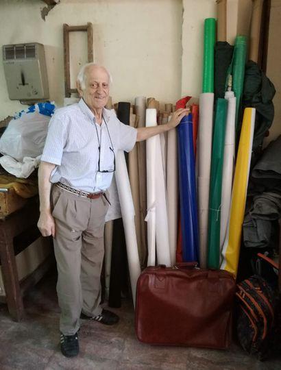Sergio Daiub es uno de los pioneros en la tapicería en Junín y lleva sesenta años en el oficio.