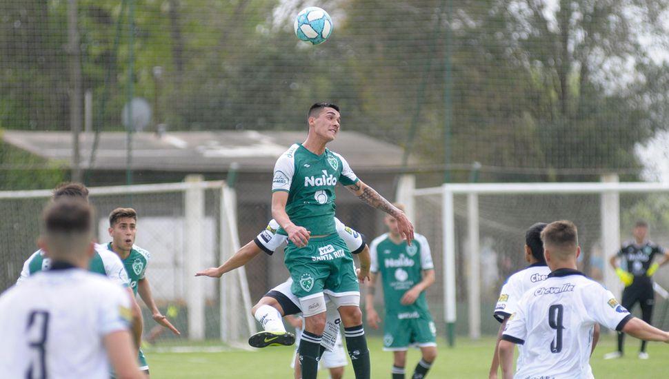 Luego de un discreto comienzo, la división Reserva de Sarmiento mejoró y logró golear a Almagro 4 a 1.