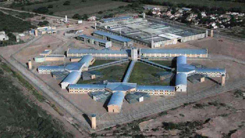 Las estafas se realizaban desde la cárcel Cruz del Eje.