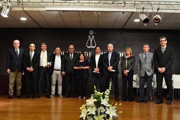 Los profesionales que cumplieron 25 años de matriculados en el Colegio de Abogados del Departamento Judicial de Junín, junto al presidente de Dr. Pablo Rasuk.