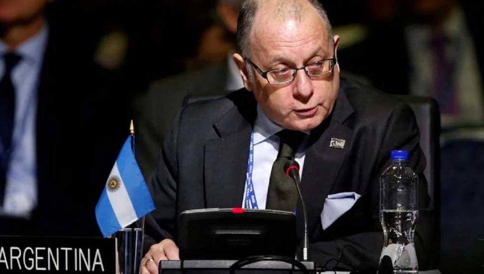 Cancillería estudia el cierre  de embajadas argentinas