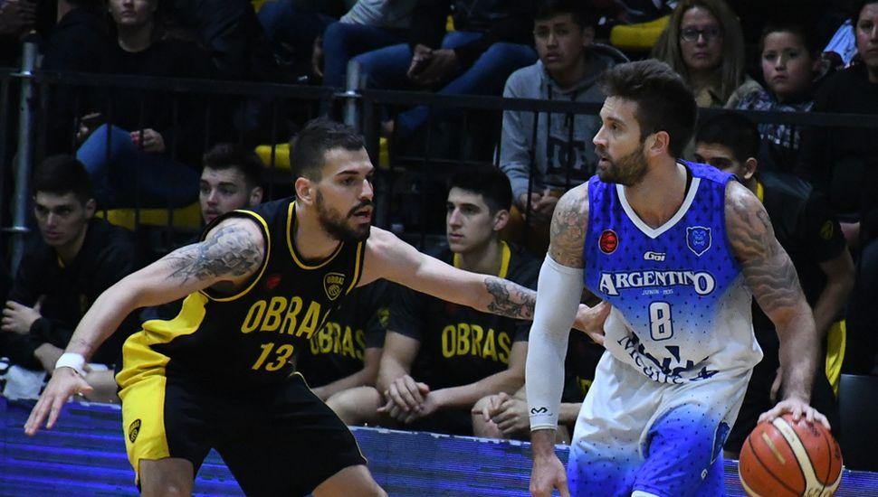 Facundo Zárate ante Pedro Barral.