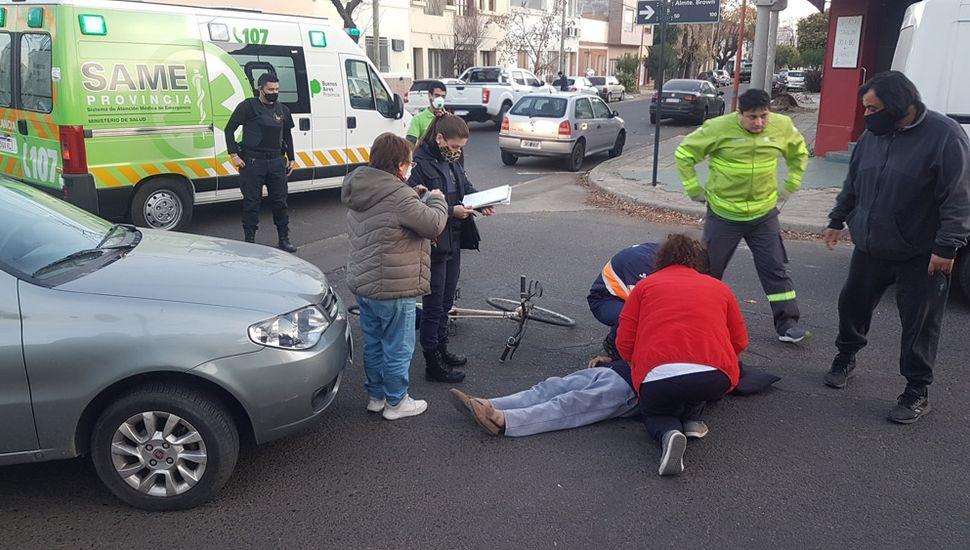 El ciclista, accidentado en Francia y Almirante Brown.