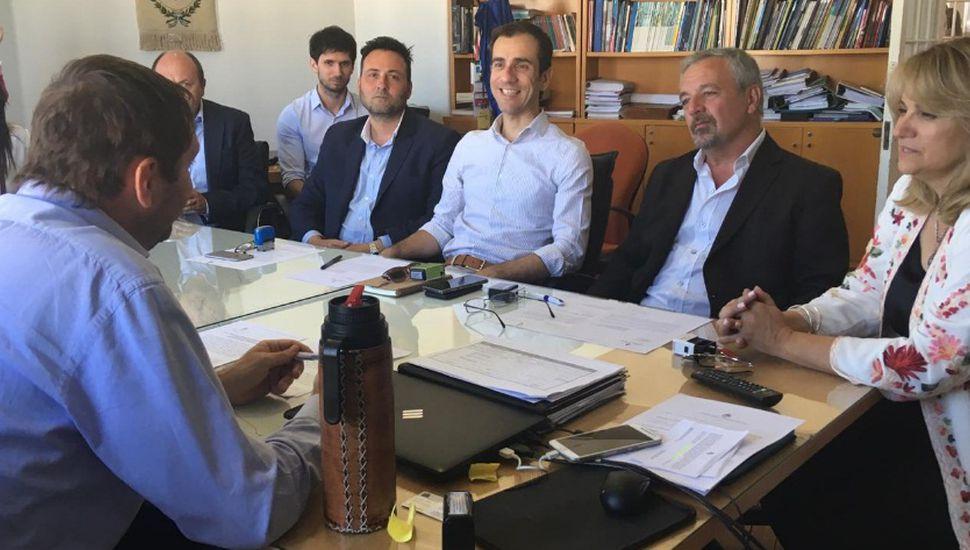 Firman convenio para realizar los proyectos de las colectoras cloacales