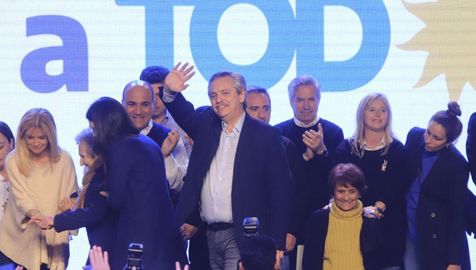 Emocionado, el candidato a presidente del frente de todos, Alberto Fernández, fue el último en hablar en el búnker donde reinó la felicidad por el amplio triunfo.