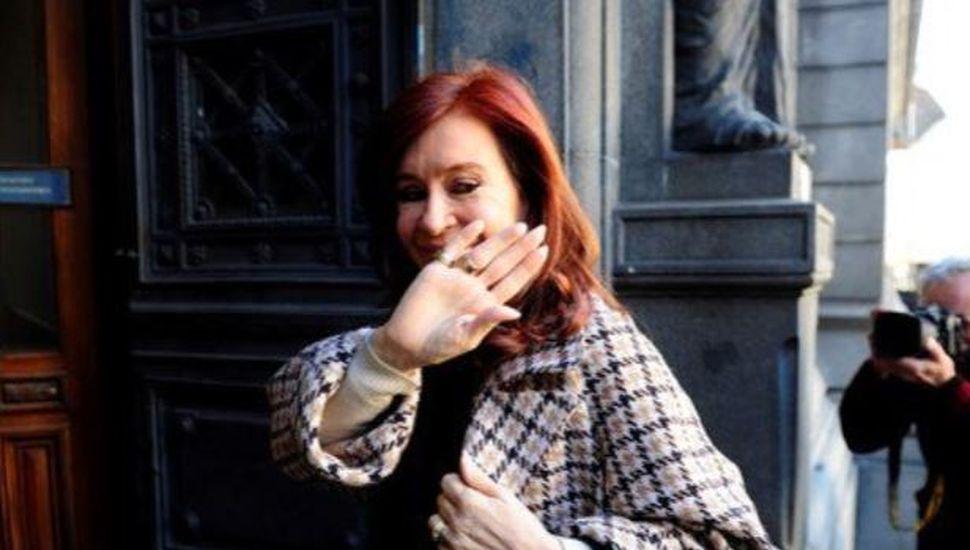 La justicia revocó dos procesamientos de Cristina Kirchner en causas de corrupción