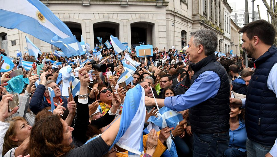 Mauricio Macri encabezó un acto de campaña en la ciudad de Olavarría.
