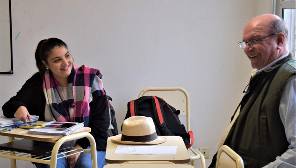 El intendente Calixto Tellechea junto a la secretaria de Desarrollo Humano, Yesica Pizzi.