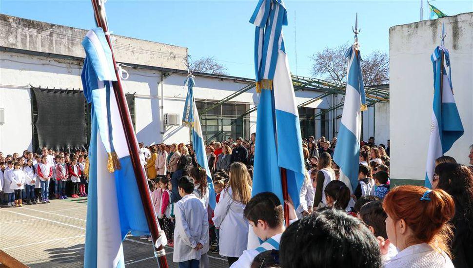 Acto escolar por el Día de la Bandera