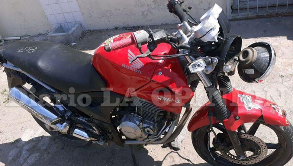 La moto en la que se trasladaba Martín Emanuel Speleta, quien perdió la vida. (La Opinión)