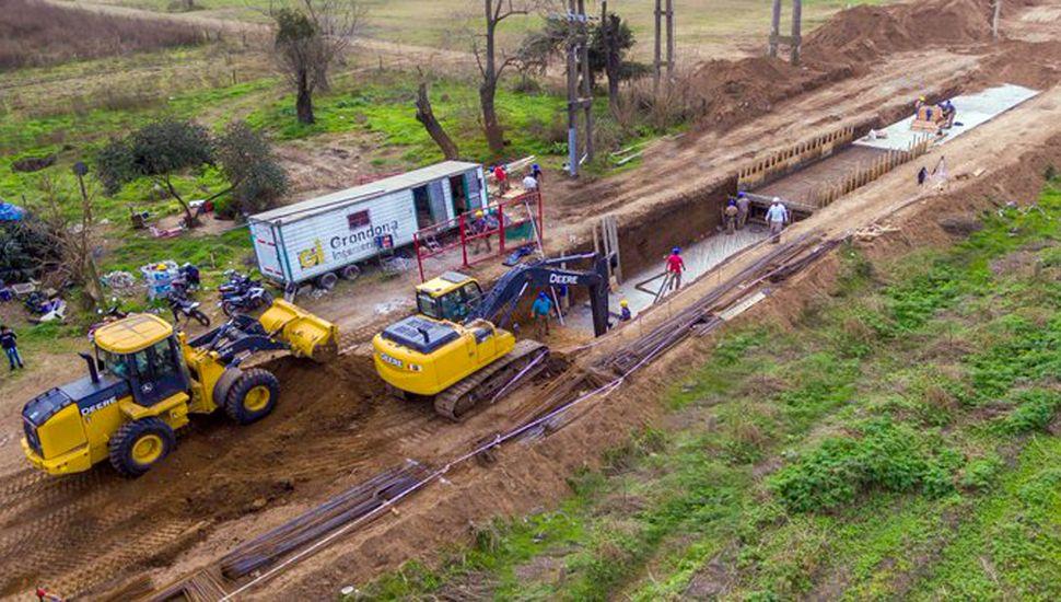 """Afirman que la obra del desagüe del norte, que está terminada,  se hizo """"con menos plata de la prevista"""", lo que permitió cerrar un desagote de dos cuadras."""