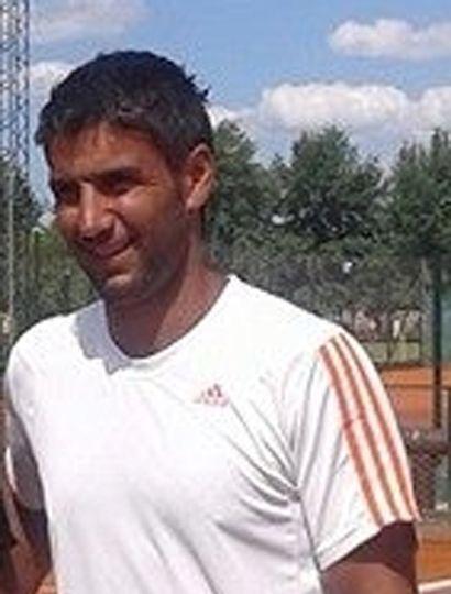 Leandro Verón, uno de los organizadores del torneo nacional de tenis que hoy se inicia en Junín.