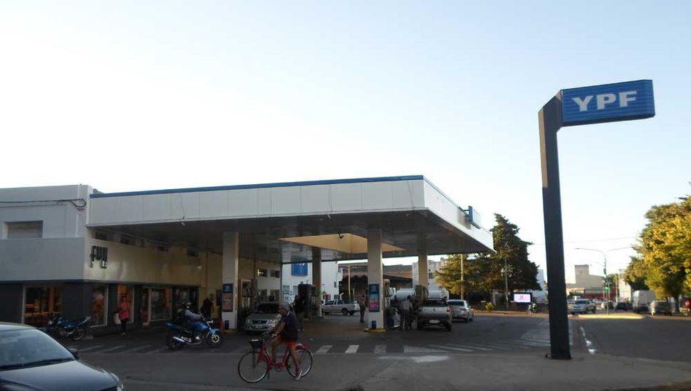 YPF subió 1,6 por ciento los  combustibles en todo el país