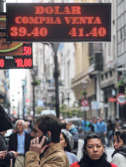 Especialistas están advirtiendo sobre el peligro de que a comienzos de 2019 se produzca una nueva corrida bancaria y que el dólar se dispare por encima de los 40 pesos.