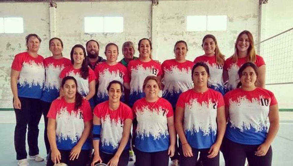 Plantel y cuerpo técnico de Germania Voley, que inició ganando la Liga Municipal Femenina Indoor