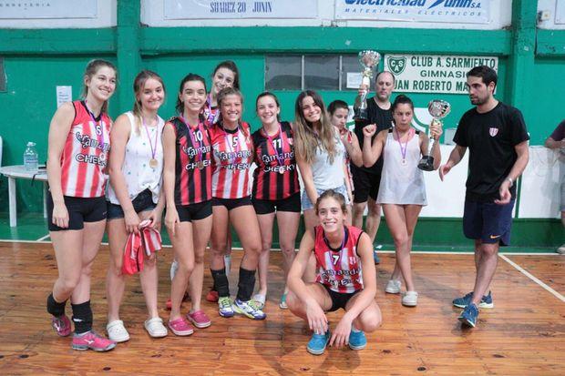 """Equipo Sub-17 """"A"""" del Club Junín que logró el campeonato anual."""