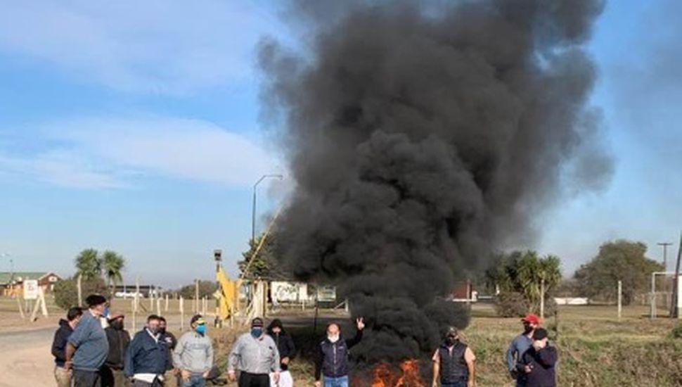Paro y protesta de camioneros en Arribeños