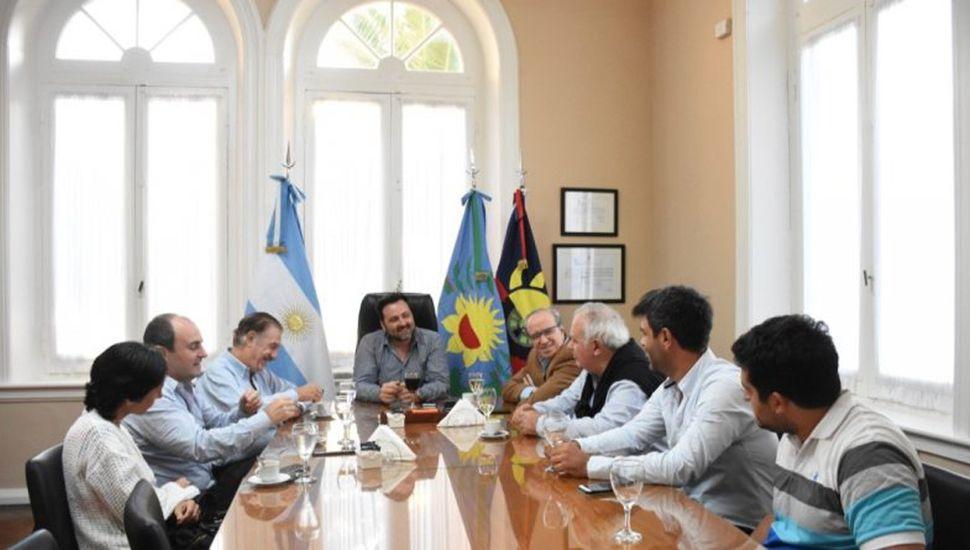 El intendente de Chacabuco, Víctor Aiola, recibió al ex ministro del Interior, Federico Storani.