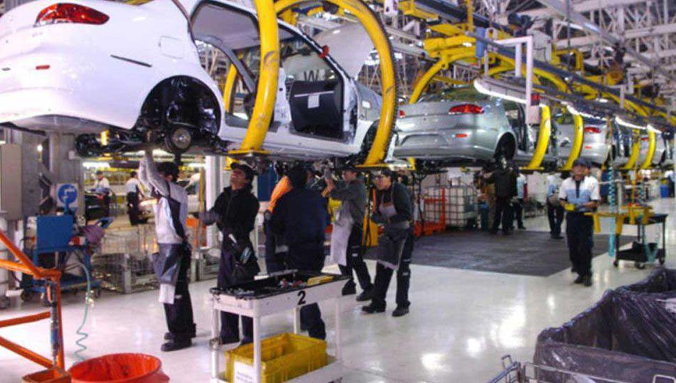 La producción de autos creció 9% en agosto