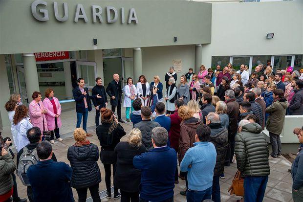 El acto estuvo encabezado por el jefe comunal de esta ciudad, Pablo Petrecca, y el ministro de Salud bonaerense, Andrés Scarsi.