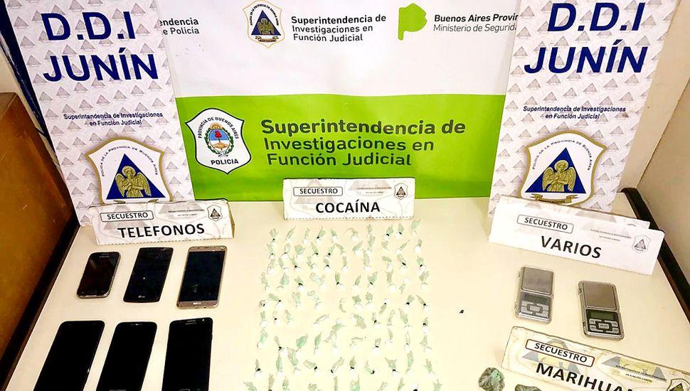 En cada viaje, la banda transportaba más de 100 dosis de cocaína.