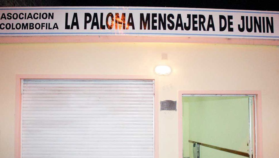 """La sede social de la Asociación Colombófila """"La Paloma Mensajera"""" de Junín, ubicada en calle Necochea 632, barrio """"Villa Talleres"""". La entidad arriba en la fecha al 85° aniversario de su fundación."""