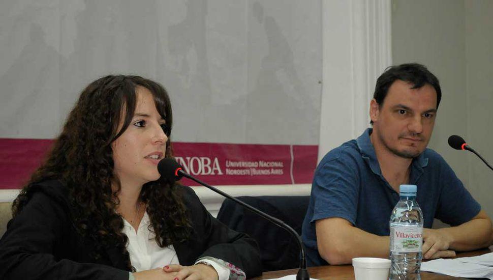 La autora, Florencia Báez Damiano, junto al especialista Andrés Buisán.
