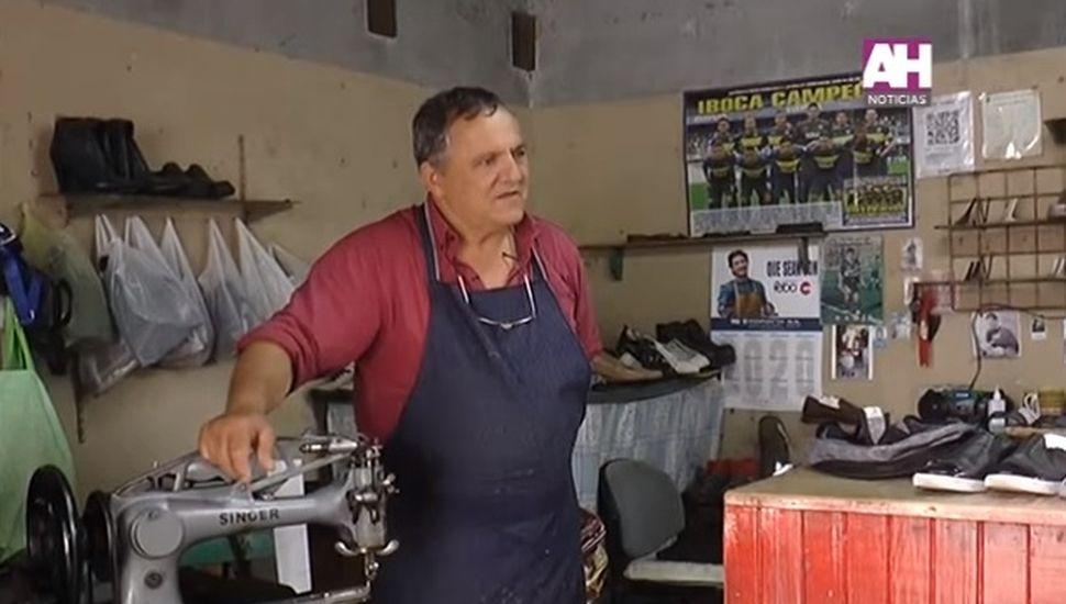 Oscar Batista, más de 40 años dedicados al oficio de zapatero