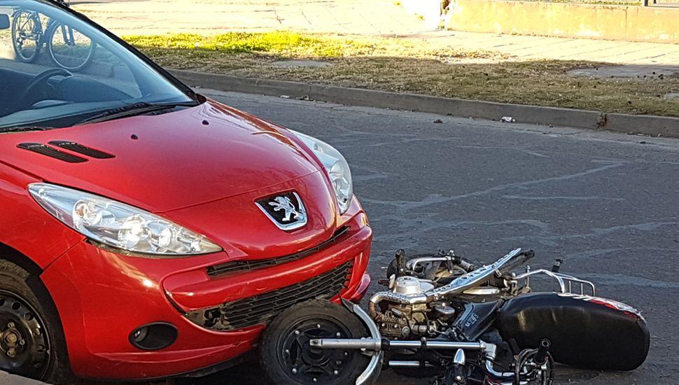 En el primer hecho, el conductor impactó a una moto.