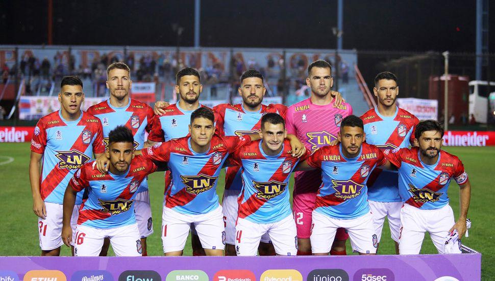 Titulares de Arsenal, anoche, en Sarandí.