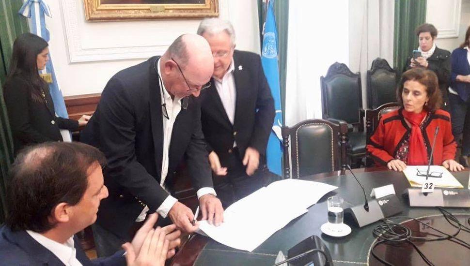 Ameghino firmó convenio con la Universidad de Buenos Aires