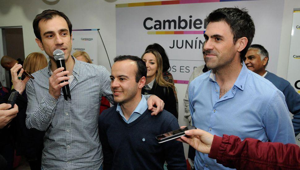 Juan Fiorini (derecha), nuevo senador electo por Cambiemos, que entrará en funciones en diciembre próximo.