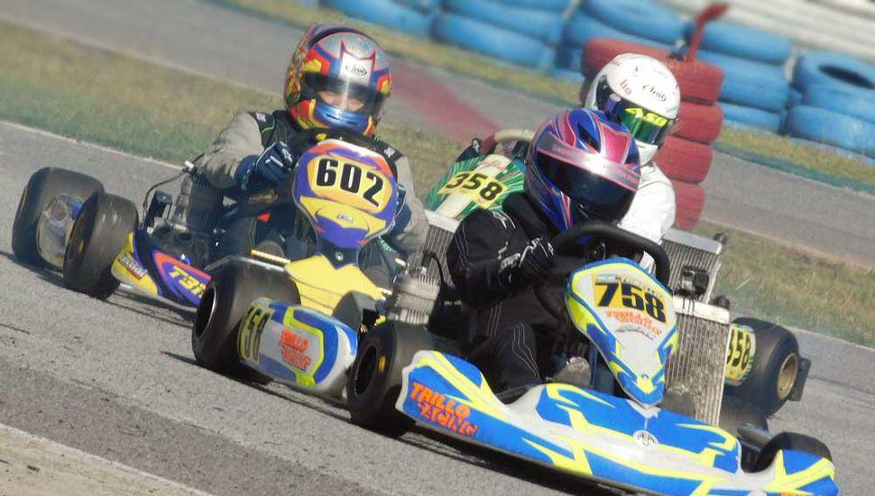 Fiamma Tabella (N° 758) en plena competencia en el kartódromo de la Ciudad Autónoma de Buenos Aires.