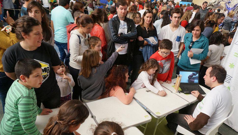 Alumnos de las escuelas visitaron la Estación Ciencia.
