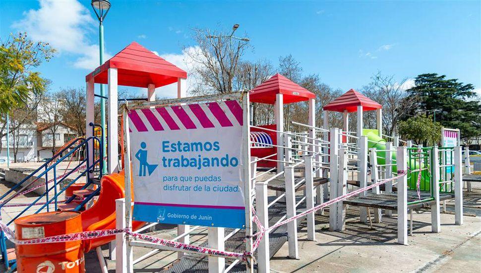 Cambian juegos en la plaza Sesquicentenario.