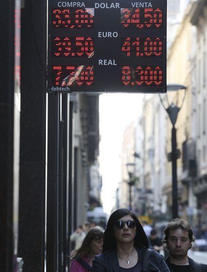 El dólar alcanzó los $41 y el Central subastará u$s 500 millones