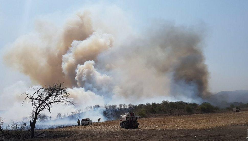 Complicaciones en Córdoba por el fuego y un temporal de viento