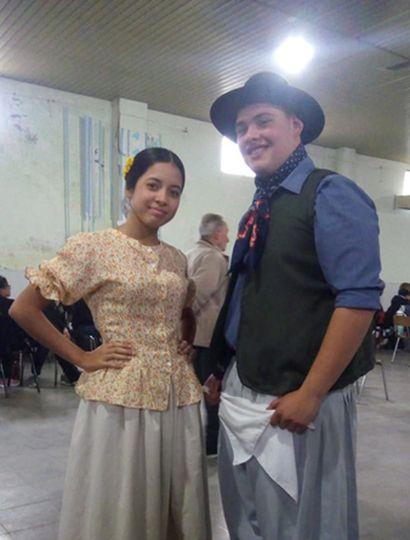 Franco Rossini Lucero y Yuliana Barrionuevo (danzas folclóricas).