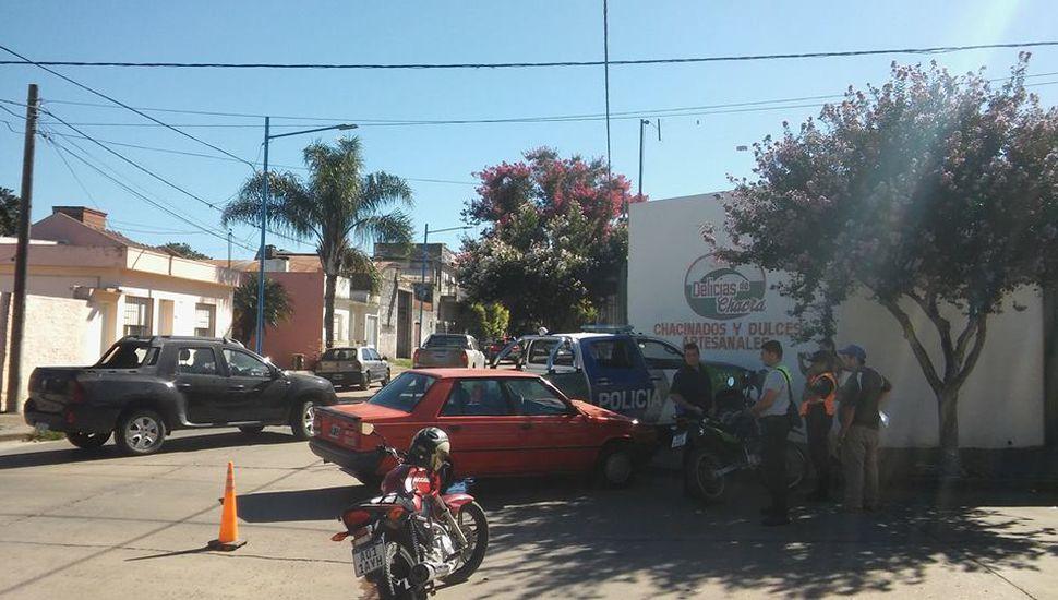 Violento choque entre un auto y un patrullero en Rojas