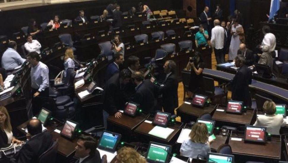 Diputados bonaerenses suspendieron el tratamiento de la reforma jubilatoria para el Bapro