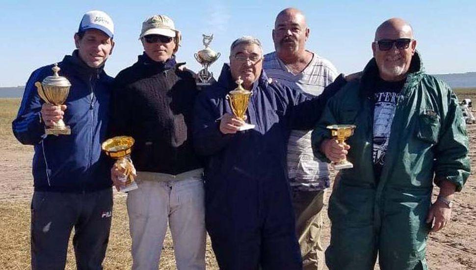 Pescadores que ocuparon los primeros puestos en el concurso que ganó Luis Franchela.