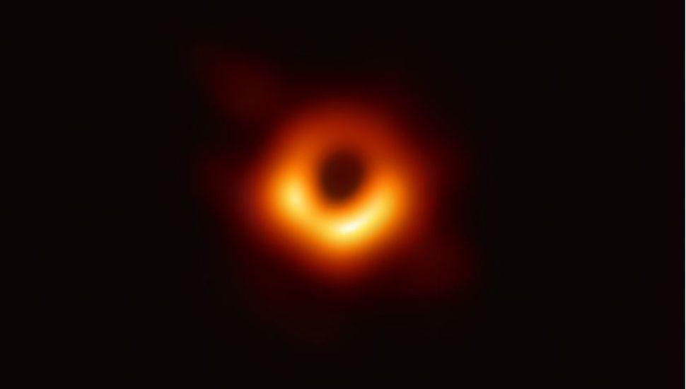 """Fin del misterio: por primera vez lograron fotografiar un agujero negro y la ciencia confirmó que """"no se sabe que hay detrás"""""""