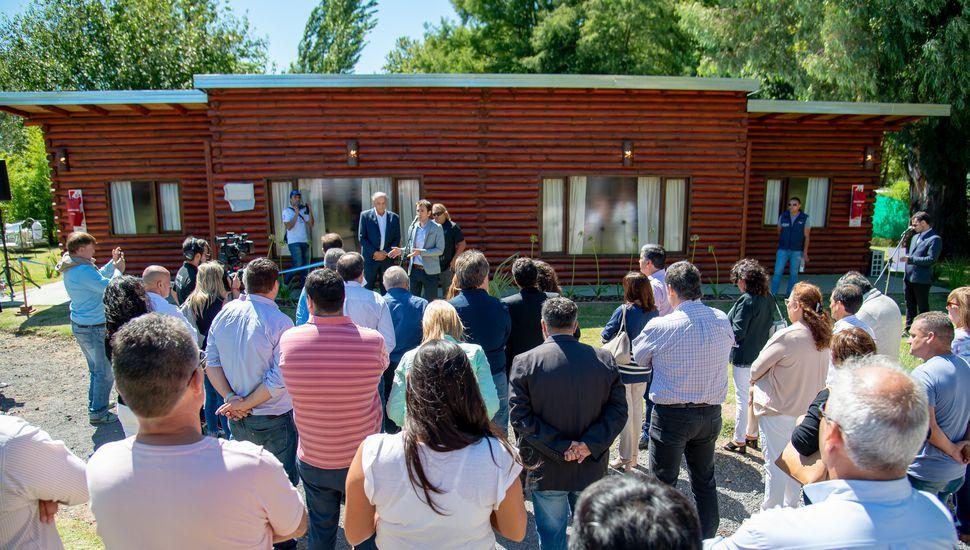 UTEDyC inauguró cabañas en la Laguna de Gómez