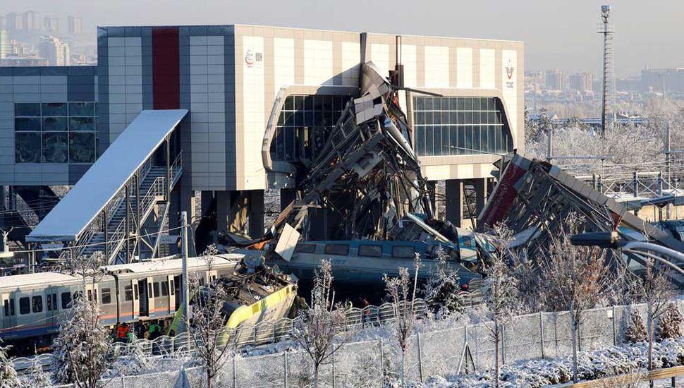 Un accidente ferroviario causó 9 muertes y 46 heridos