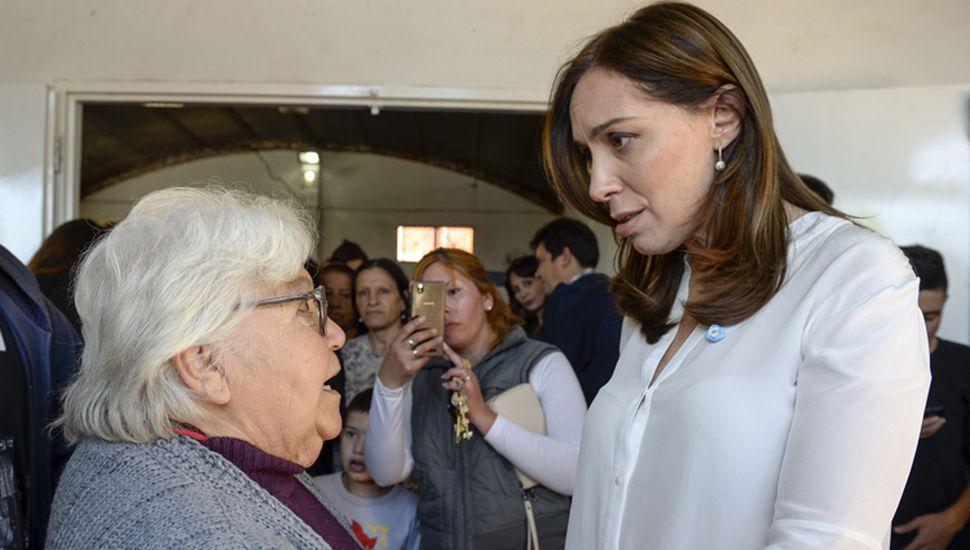 María Eugenia Vidal, mientras recorre el interior provincial, busca alianzas para resistir la transferencia de la empresa de agua.