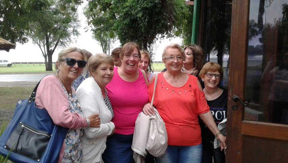Un contingente de 14 turistas mujeres visitó la Laguna de Gómez.